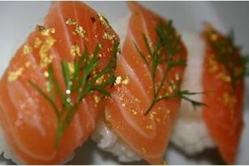 Yenilebilir Altın ile Nigiri Sushi Somon